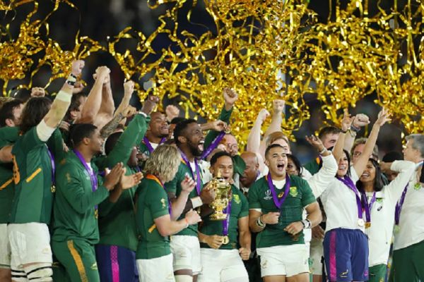 Players of South Africa celebrate as Siya Kolisi of South Africa holds the Web Ellis Cup following their victory against England in the Rugby World Cup 2019 Final between England and South Africa at International Stadium Yokohama on November 02, 2019 in Yokohama, Kanagawa, Japan. PHOTO/ GETTY IMAGES