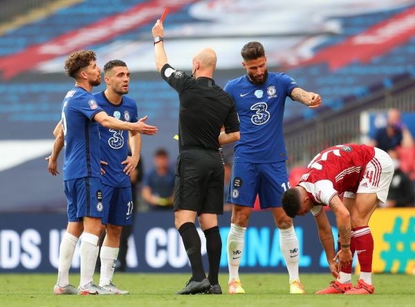 Referee Anthony Taylor (C) shows a red card to Chelsea's Croatian midfielder Mateo Kovacic (2L) during the English FA Cup final football match between Arsenal and Chelsea at Wembley Stadium in London, on August 1, 2020. PHOTO   AFP