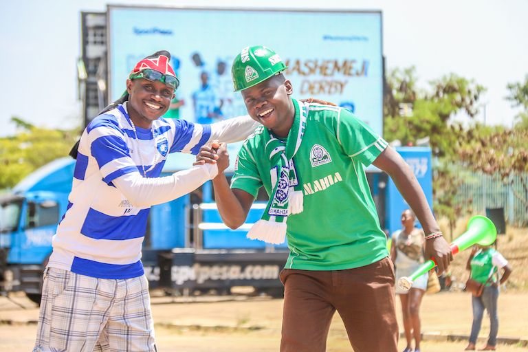 Rival AFC Leopards SC (left) and Gor Mahia FC fans exchange greeting ahead of the 85th Mashemeji Derby at the MISC Kasarani on Saturday, February 8, 2019. PHOTO/SPN