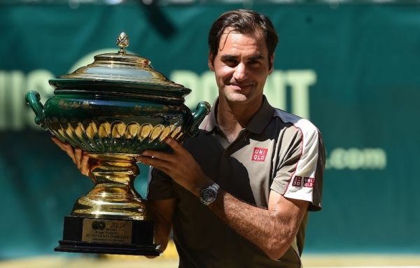 Roger Federer from Switzerland poses with the trophy after he won his final match against David Goffin from Belgium at the ATP tennis tournament in Halle, western Germany, on June 23, 2019. PHOTO/AFP