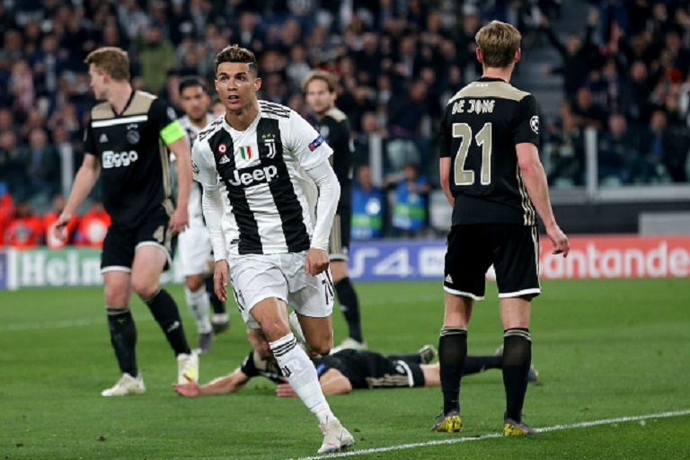 Ronaldo of Juventus Turin celebrates after scoring his team's first goal during the UEFA Champions League Quarter Final second leg match between Juventus and Ajax at Juventus Stadium on April 16, 2019 in Turin, Italy.PHOTO/ GETTY IMAGES