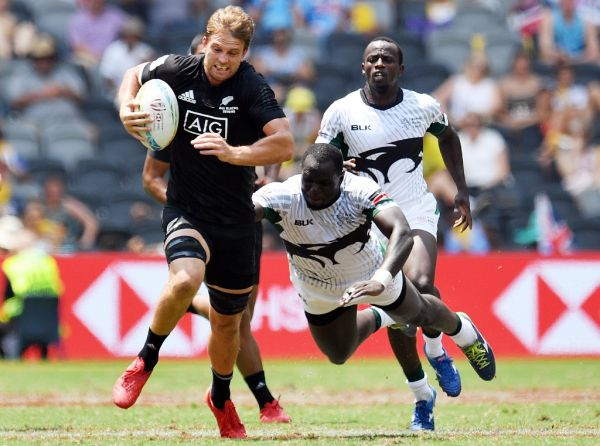 Scott Curry of New Zealand (L) runs with the ball in the men's round three match against Kenya during the Sydney Sevens rugby tournament at Bankwest Stadium in Sydney on February 2, 2020. PHOTO | AFP