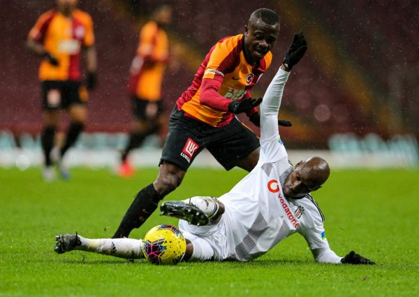 Seri (L) of Galatasaray in action against Atiba Hutchinson (R) of Besiktas during the Turkish Super Lig week 26 football match between Galatasaray and Besiktas, being played behind closed doors over coronavirus (Covid-19) concerns on March 15, 2020 at Turk Telekom Stadium in Istanbul, Turkey. PHOTO | AFP