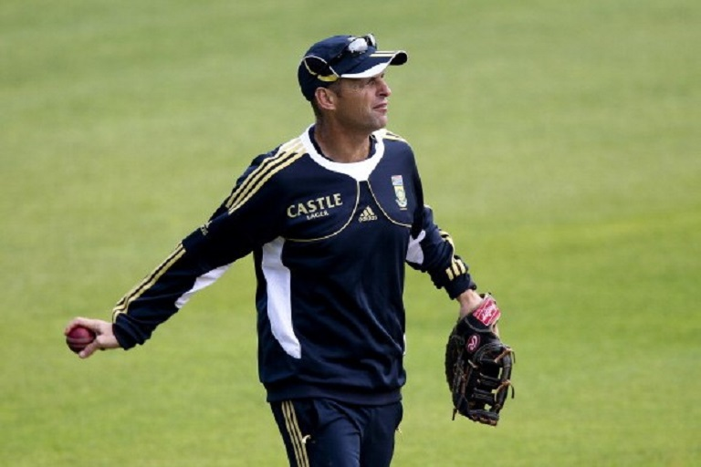 South Africa's head coach Gary Kirsten looks on prior to the second day of the tour match between Somerset and South Africa at the County Ground on July 10, 2012 in Taunton, England.PHOTO/GETTY IMAGES