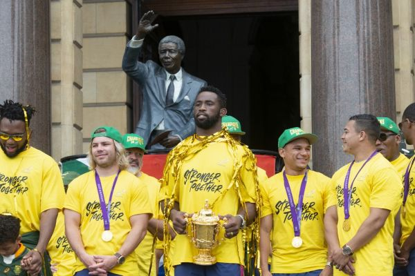 South African Rugby captain Siya Kolisi (C) holds the Web Ellis Trophy during the South African Rugby World Cup winner team's last stop to parade the Web Ellis Trophy at the Cape Town City Hall in Cape Town, on November 11, 2019. PHOTO | AFP