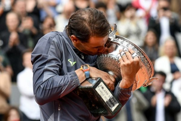 Spain's Rafael Nadal kisses the Mousquetaires Cup (The Musketeers) during the podium ceremony at the end of the men's singles final match against Austria's Dominic Thiem on day fifteen of The Roland Garros 2019 French Open tennis tournament in Paris on June 9, 2019. PHOTO/AFP