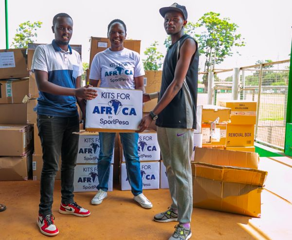 SportPesa's Head of Public Relations Lola Okulo (centre) presents a box of kits to team representatives at the Thika Municipal Stadium on Friday, November 29, 2019. PHOTO   Duncan Sirma   SPN