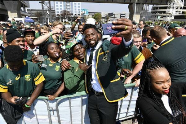 Springbok captain Siya Kolisi takes a selfie with fans during the South African national men's rugby team official send-off at OR Tambo International Airport on August 30, 2019 in Johannesburg, South Africa.PHOTO/ GETTY IMAGES