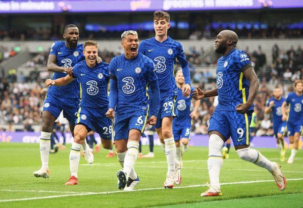 Thiago Silva celebrates his goal with Romelu Lukaku and Cesar Azpilicueta during the Premier League match at the Tottenham Hotspur Stadium.