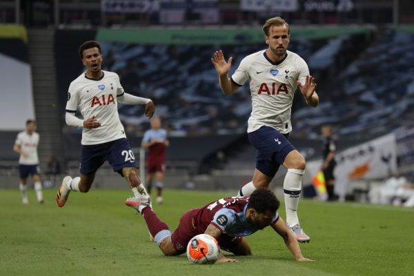 Tottenham Hotspur's English midfielder Dele Alli (L) and Tottenham Hotspur's English striker Harry Kane (R) chase the ball during the English Premier League football match between Tottenham Hotspur and West Ham United at Tottenham Hotspur Stadium in London, on June 23, 2020. PHOTO | AFP