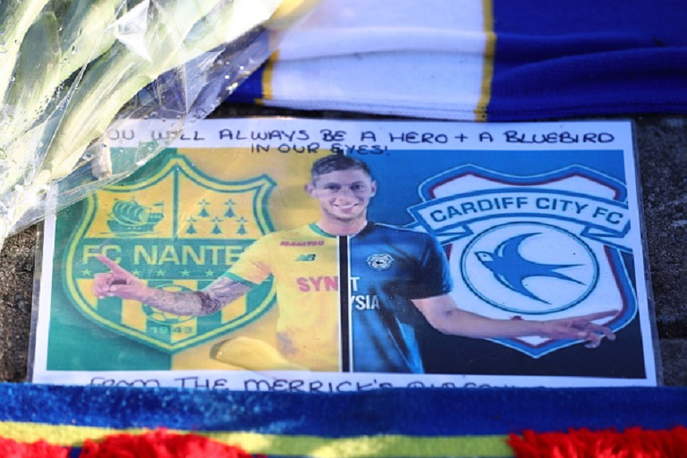 Tributes to Emiliano Sala are seen outside the stadium prior to the Premier League match between Cardiff City and AFC Bournemouth at Cardiff City Stadium on February 2, 2019 in Cardiff, United Kingdom. PHOTO/GettyImages
