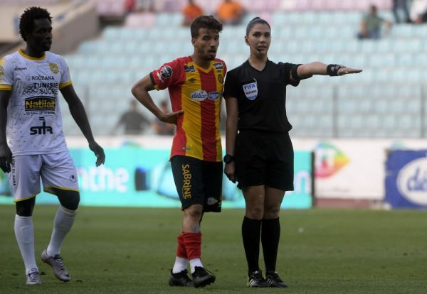 Tunisian football referee Dorsaf Gnaouti (R) gestures during Tunisian league football match between Esperance sportive de Tunis and CA Bizertin on June 15, 2019, at the Olympic stadium in Rades. PHOTO | AFP