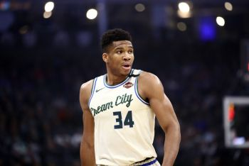 Ruthless Antetokounmpo Destroys Knicks, Jazz Make It 10 Straight Wins