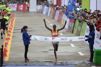 Kenya's Paul Lonyangata Reclaims Shanghai International Marathon