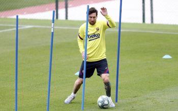 Lionel Messi Returns To Barcelona Training, Suarez Fit Again